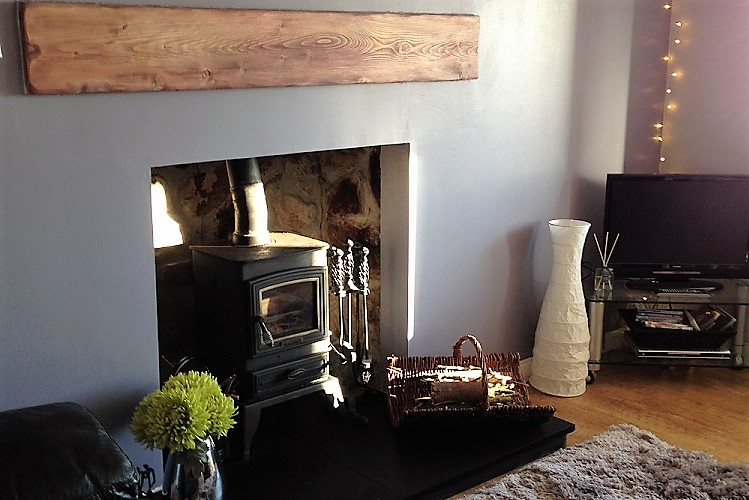 Brescalan-lounge-fireplace-2